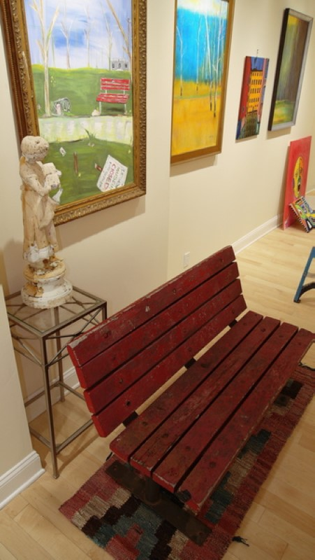 Bench display in gallery